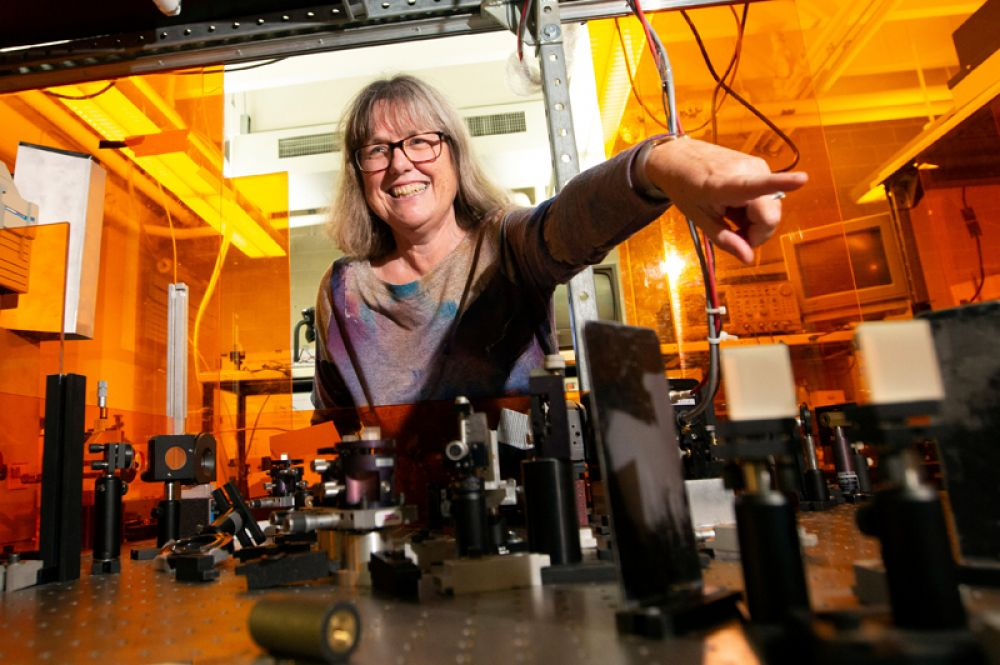 Технология, предложенная учеными в 1985 году, сейчас является стандартом для создания всех мощных лазеров. На фото: Донна Стрикланд.