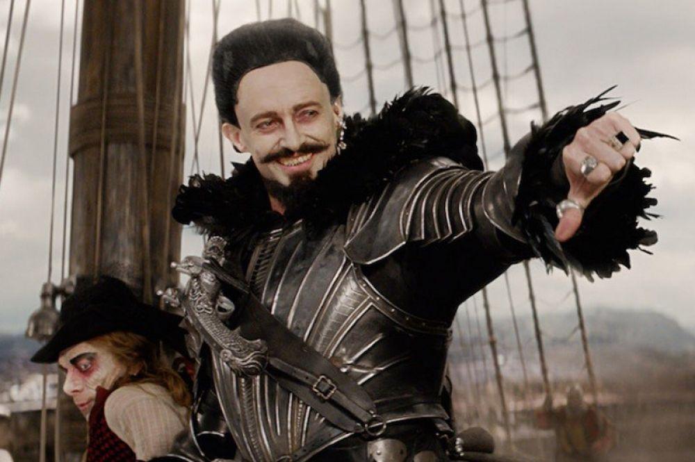 «Пэн: Путешествие в Нетландию» (2015). В приключенческом фильме о Питер Пэне по одноименной сказке Джеймса Барри Хью Джекман исполнил роль пирата Черная Борода.