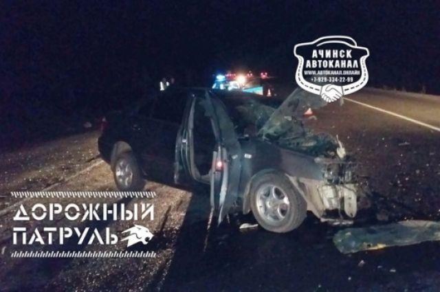 Водитель «Тойоты Премио» внезапно выехал на встречку и врезался в автомобиль «Ленд Ровер Фрилендер»