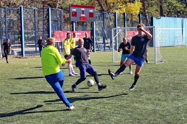 Первый футбольный турнир стал небольшим.