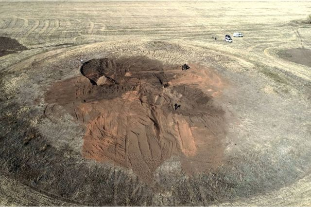 В Оренбуржье варварски разграблены два древних кургана.