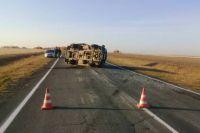 В Адамовском районе ночью на дороге опрокинулся «ГАЗ», есть пострадавшая.