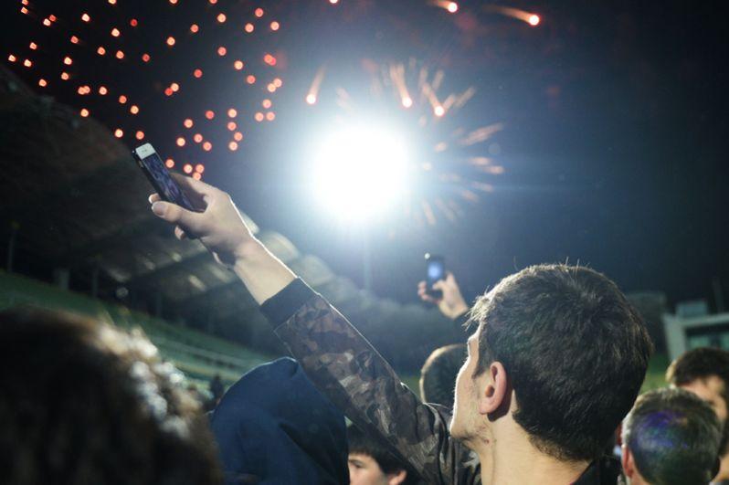 Салют во время чествования бойца смешанного стиля Хабиба Нурмагомедова на стадионе «Анжи-Арена» в Каспийске.