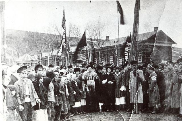 Жители Кузнецка вышли поддержать революцию 1917 г.