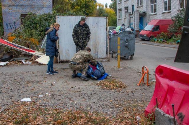 В Киеве на территории школы обнаружили труп мужчины