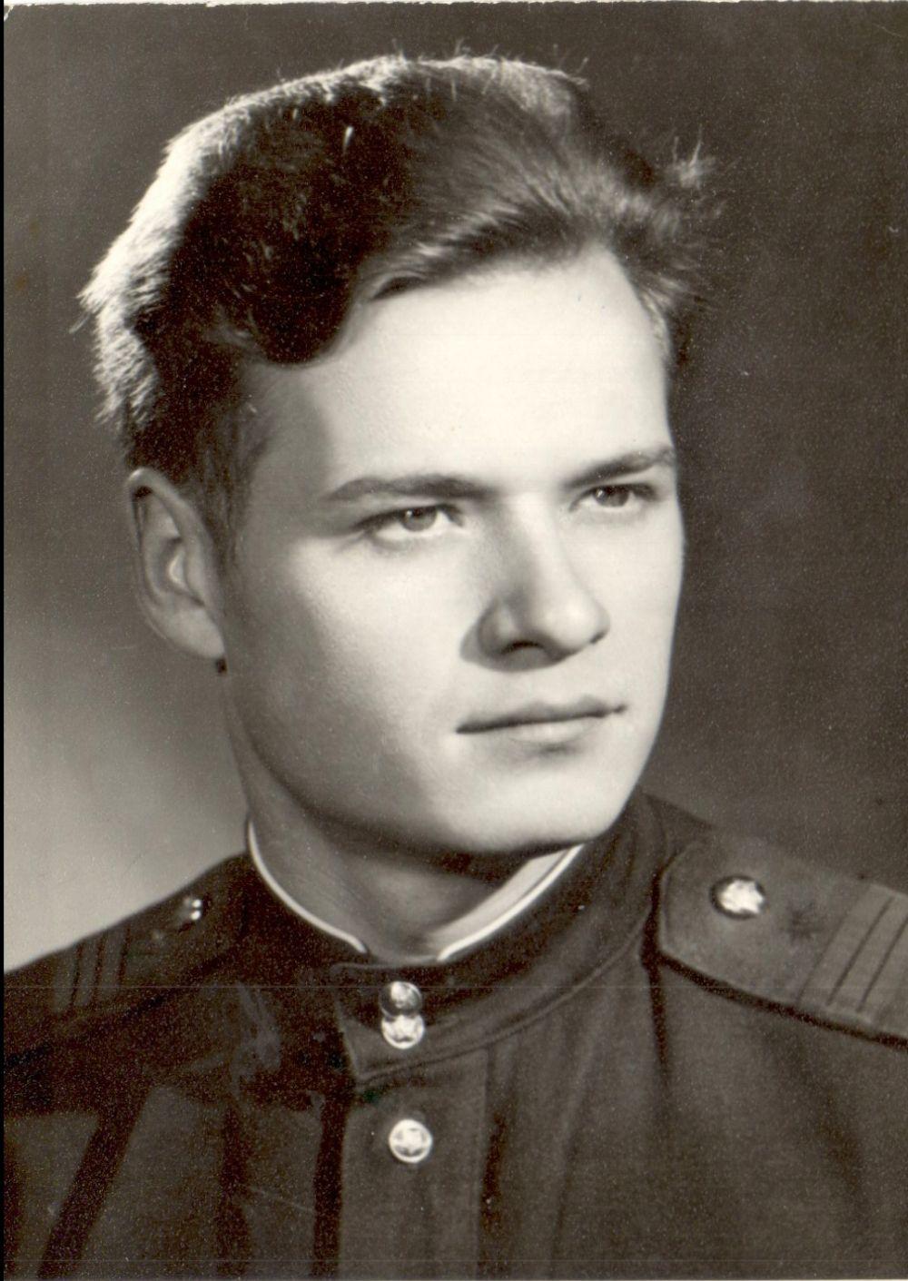 Вениамин Сухарев в молодости.