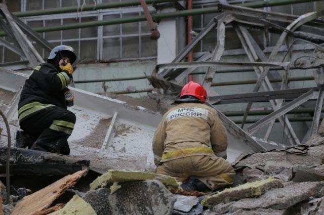 Территория вокруг здания оцеплена сотрудниками полиции, здание укреплено во избежание дальнейших разрушений.