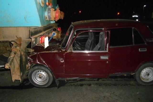 В Новосергиевском районе в ДТП с «КамАЗом» пострадал водитель «ВАЗа»