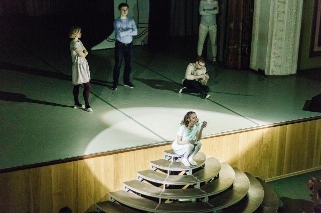 В основе спектакля - стихи детских поэтов.