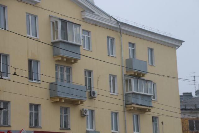 Пьяный оренбуржец выпал с балкона пятого этажа.