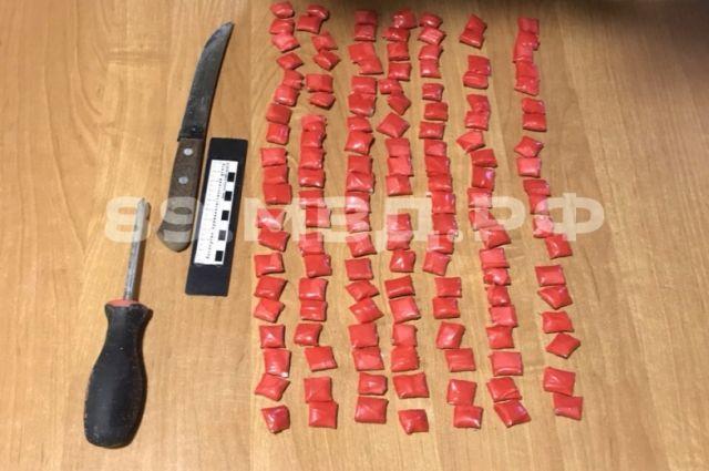 В Новом Уренгое прикрыли деятельность группы, торгующей наркотиками