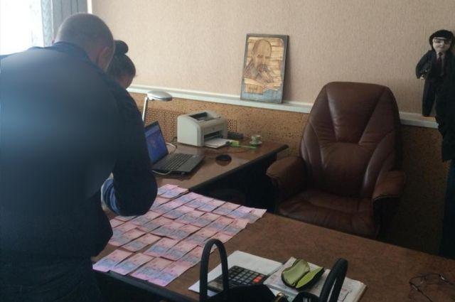 Чиновник требовал 15 тысяч гривен.