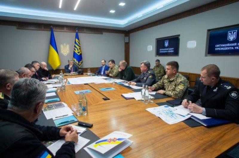 Заседание штаба СНБО во главе с Петром Порошенко. Президент требует как можно скорее установить причину взрывов и покарать виновных.