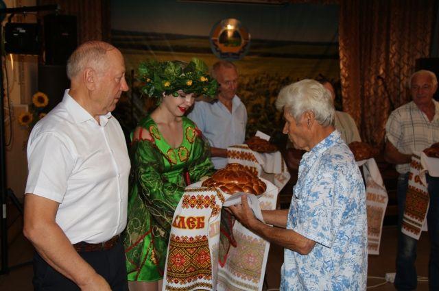 Генеральный директор АО «Учхоз Зерновое» Владимир Абрамов: «Вкусный каравай на столе - главный результат труда хлебороба»