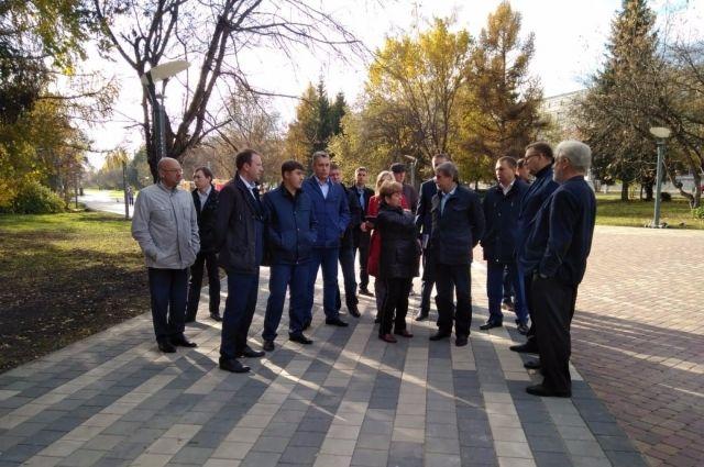 В мероприятии приняли участие представители как городской, так и областной администрации.