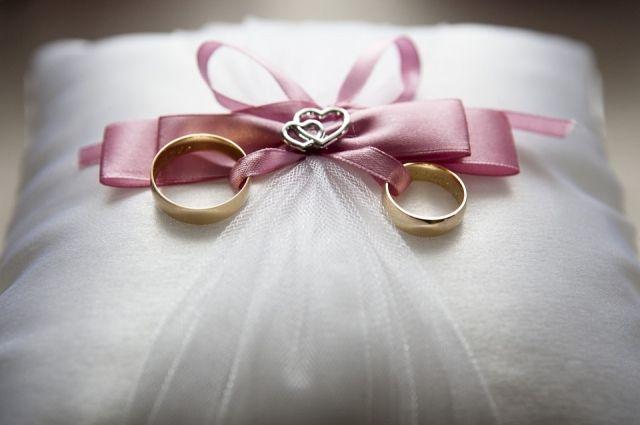 Суд аннулировал брак 81-летней оренбурженки и 68-летнего иностранца.