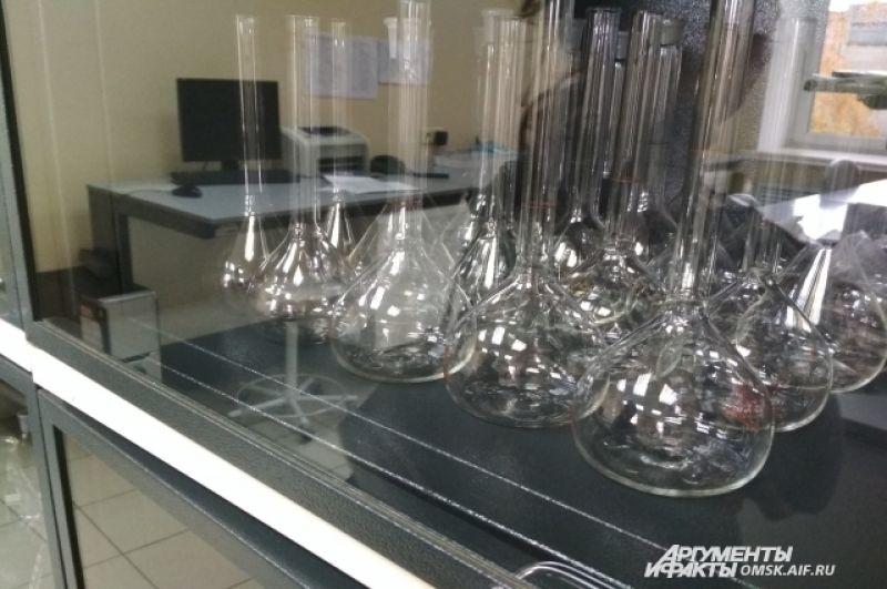 В лаборатории можно найти много интересного, например, такую посуду.
