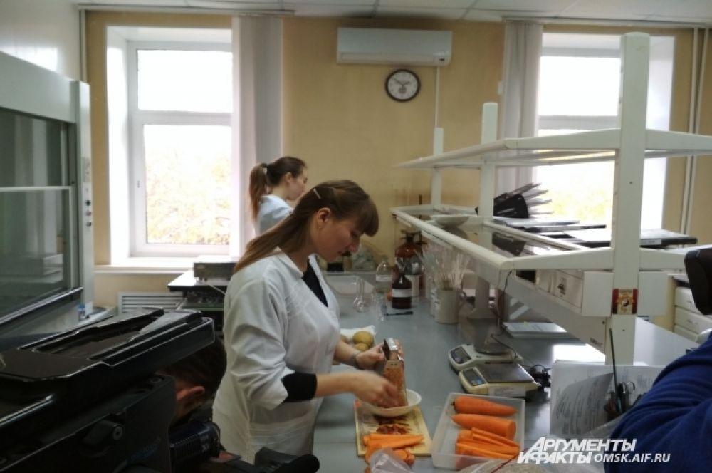 Для анализа морковь нужно измельчить.