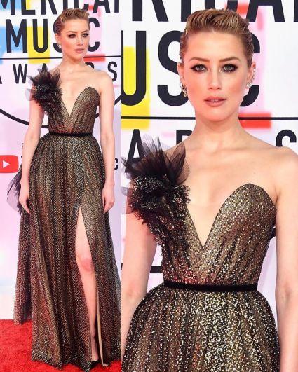 Эмбер Херд надела стильное вечернее платье с пикантным разрезом на ноге. А огромное декольте сыграло со звездой злую шутку - казалось, что у Эмбер грудь практически плоская.