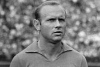 Нападающий сборной СССР и футбольной команды «Торпедо» (Москва) Эдуард Стрельцов.