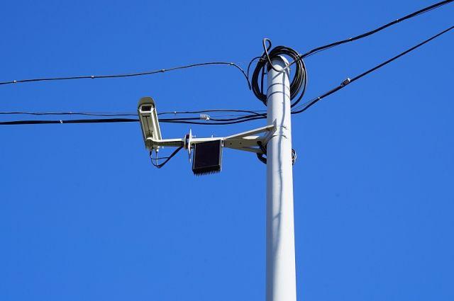 С помощью видеокамер мы сможем и регулировать дорожное движение на данном перекрестке, продлевать или, наоборот, сокращать сигналы светофора.