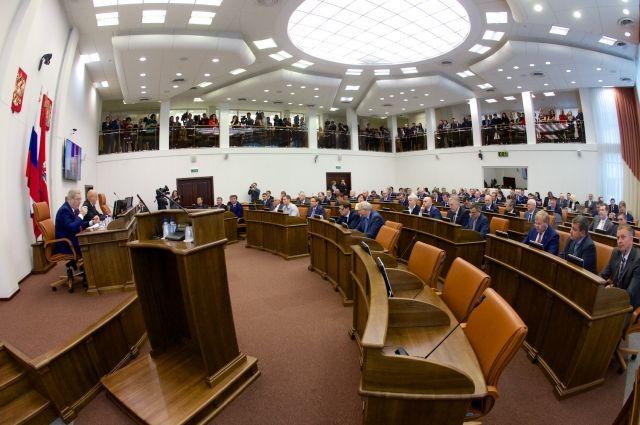 На сессии присутствуют 44 депутата из 52.