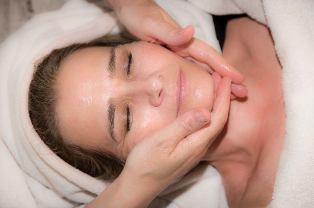 Маска создает дополнительное уплотнение, что позволяет косметическим средствам лучше проникать в кожу.