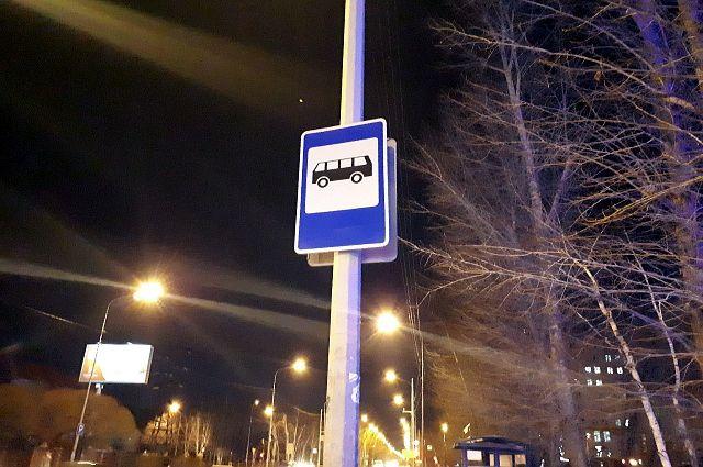 В Тюмени обустроили автобусную остановку на улице Юрия Семовских