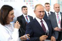 Президент принял участие в интеллектуальной игре с волонтерами.