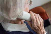 В Тюмени родственник пенсионерки уберег ее от мошенника