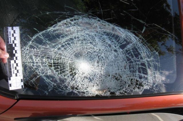 Из-за ссоры один из автомобилей был изрублен топором.
