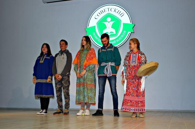 Арсений Немельгин на фото второй слева
