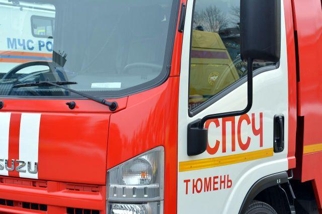 В Тюмени на объездной из-за возгорания паров топлива вспыхнул автомобиль