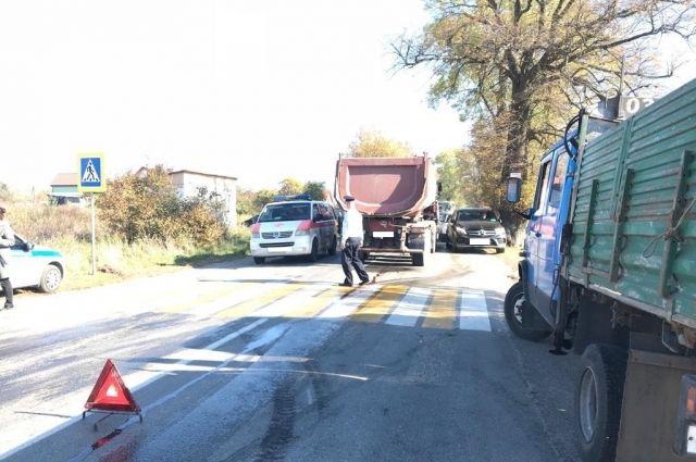 В Гурьевском районе грузовик задавил 90-летнюю бабушку.