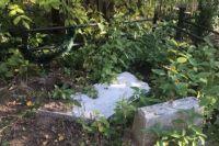 В Черкассах двое мужчин разрушали могилы ради наживы