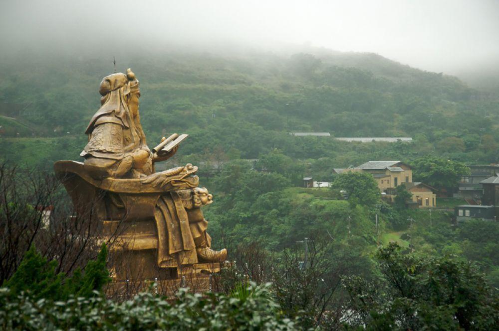 Статуя Гуань Юя на острове Тайвань — 58 метров. Гуань Юй был военачальником царства Шу эпохи Троецарствия.