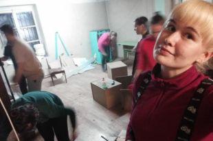 Волонтёры готовят Центр к открытию.