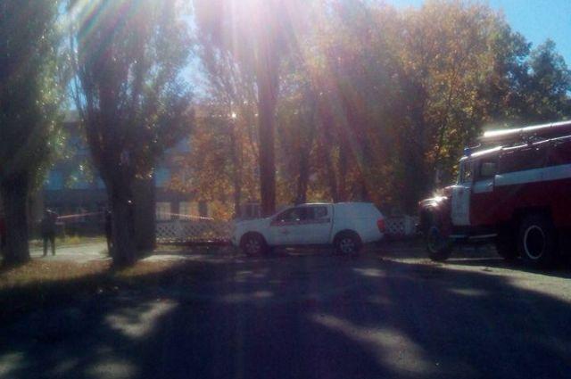 В Лисичанске возле школы взорвался снаряд: эвакуировали детей