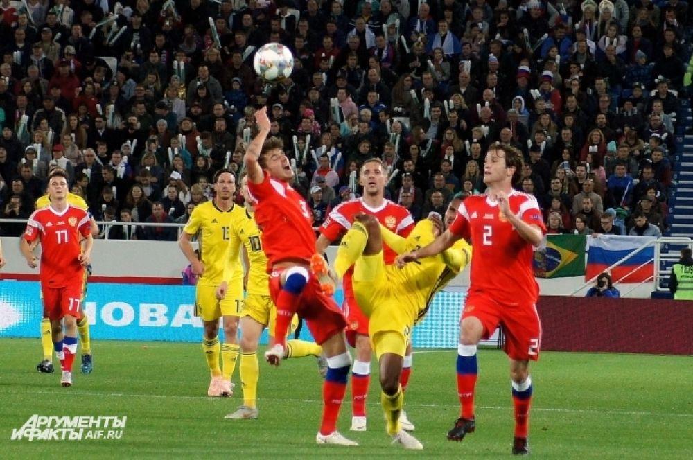 В новейшей истории команды двух стран встречались между собой восемь раз. Чаще побеждали шведы, но россияне выиграли два матча и три свели вничью.