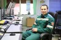 Александр Манин работает оператором ДПУ в химическом производстве производства аммиака филиала «Азот» АО «ОХК «УРАЛХИМ».
