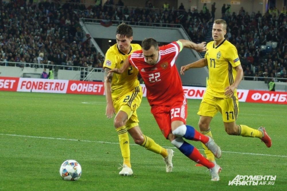 Артема Дзюбу опекали минимум два игрока сборной Швеции.