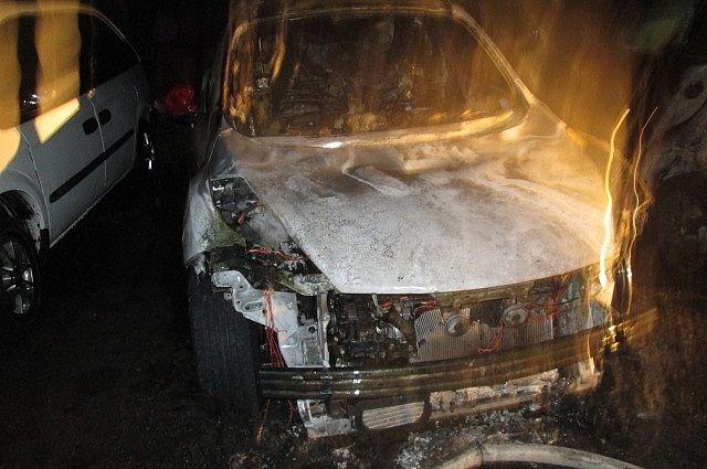 Возгорание возникло из-за неисправной проводки в багажнике другого автомобиля.