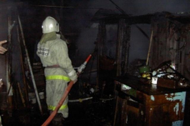 В тушении пожара принимали участие 34 спасателя и 10 единиц техники