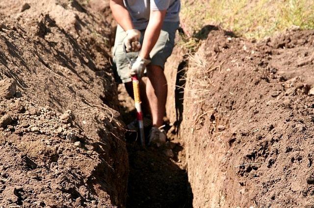 Рабочий погиб в Новосибирске при ремонте водопровода.