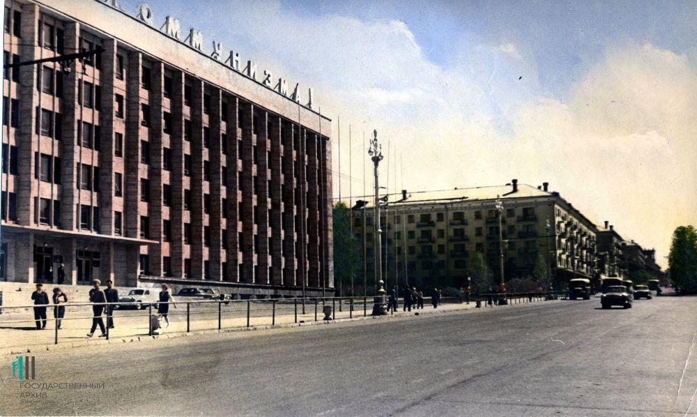 Часть Комсомольского проспекта, 1960-й год. Слева - административное здание проектного института.