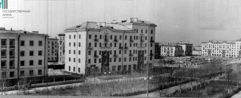 Жилые дома на проспекте имени Сталина в районе Дворца культуры, 05.1954 год.