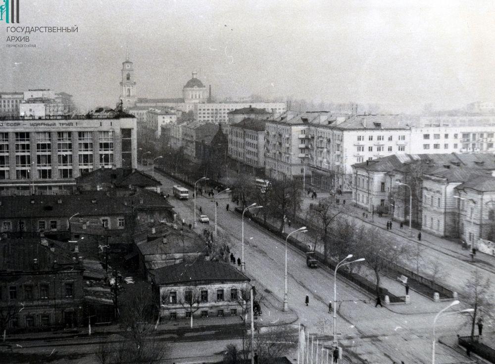 Комсомольский проспект, 1972 год. Слева - ЦУМ.