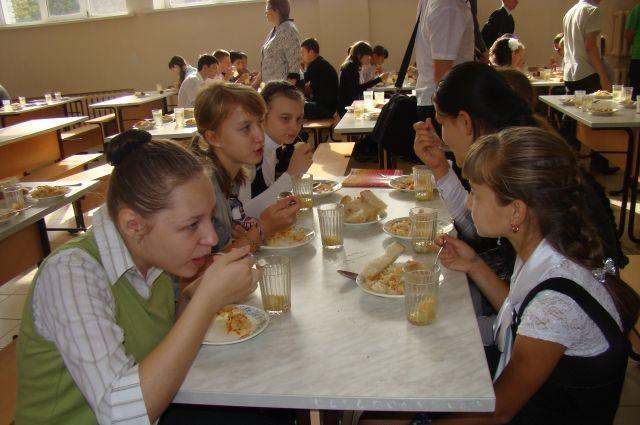 В Тюмени Роспотребнадзор проверяет школьные столовые