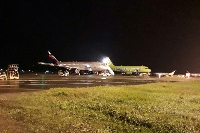 Всего из-за погодных условий в столице не смогли приземлиться около 14 самолётов.