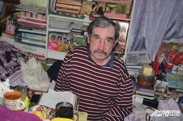 Станислав Гордиенко много лет живет в одной коммунальной квартире с неблагополучными соседями.